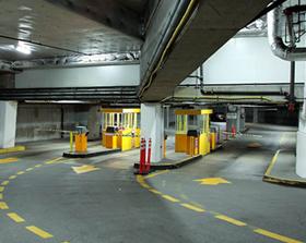 Заезд в гараж (паркинг). Регулирование проезда на узкой площадке